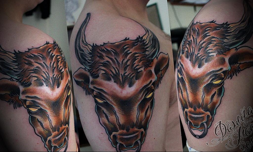 Пример классной татуировки с быком для мужчины