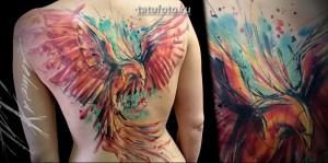 Необычный феникс в татуировке на всю спину