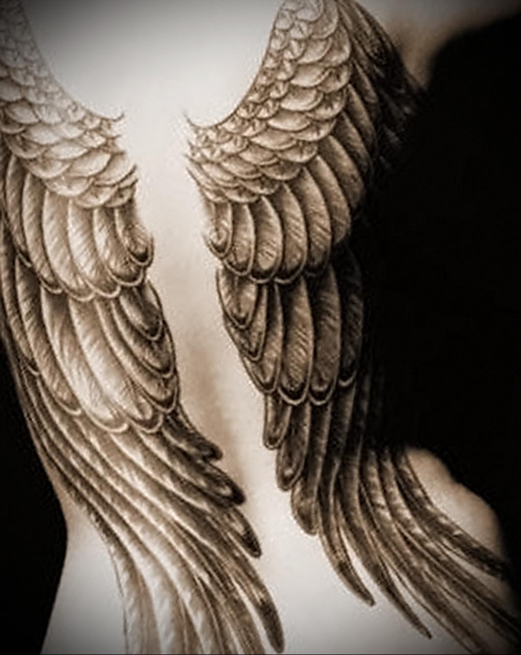 Тату на пояснице крылья для девушек