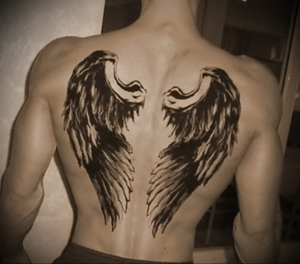 Фото татуировок на спине крылья мужские