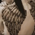 Значение татуировки крылья на спине 3