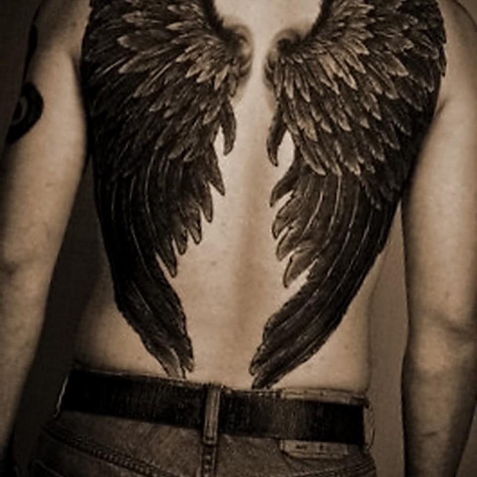 Эскиз тату крылья на спине у мужчин