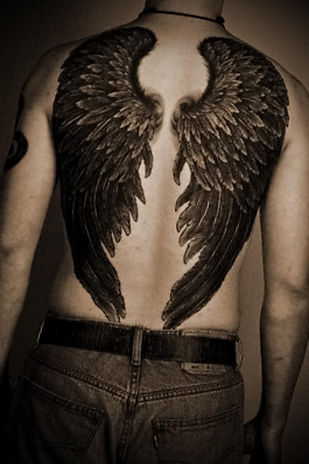 тату фото на спине крылья
