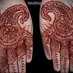 Ладони с татуировкой хной