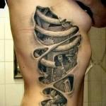 биомеханика - видны ребра и начинка робота внутри тела - женская татуировка на боку