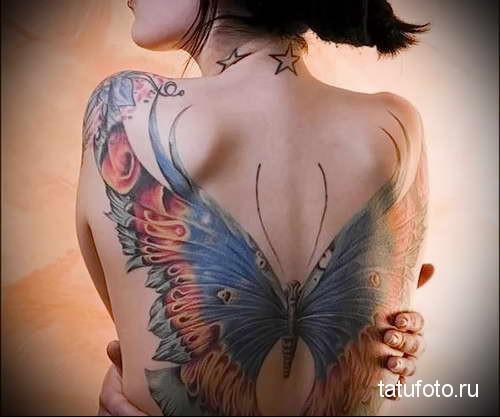 большая бабочка расправив крылья тату на спине женская