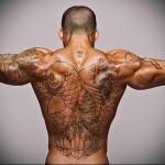 большой карп татуировка на спине мужская