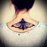 большой черный мотылек - татуировка на шее женская - фото