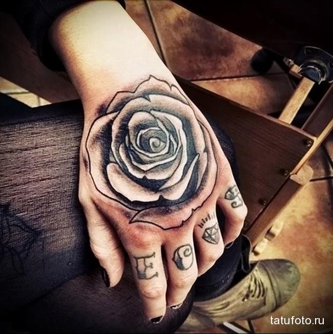 буквы и алмазы - татуировка на пальце женская (тату, tattoo)