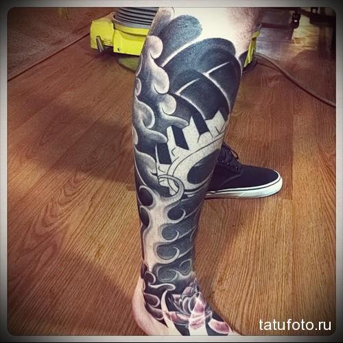 волны татуировка на ноге мужская