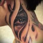 глаз в разрыве тела - татуировка на шее женская - фото