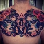 два женских лица и розы - мужская татуировка на грудь