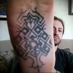 дотворк татуировка на ноге мужская