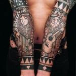 карточная татуировка на запястьях и руках