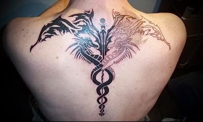 кинжал обвитый змеей татуировка
