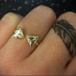 красивое перо - татуировка на пальце женская (тату, tattoo)