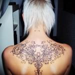красивый рисунок узорами тату на спине женская