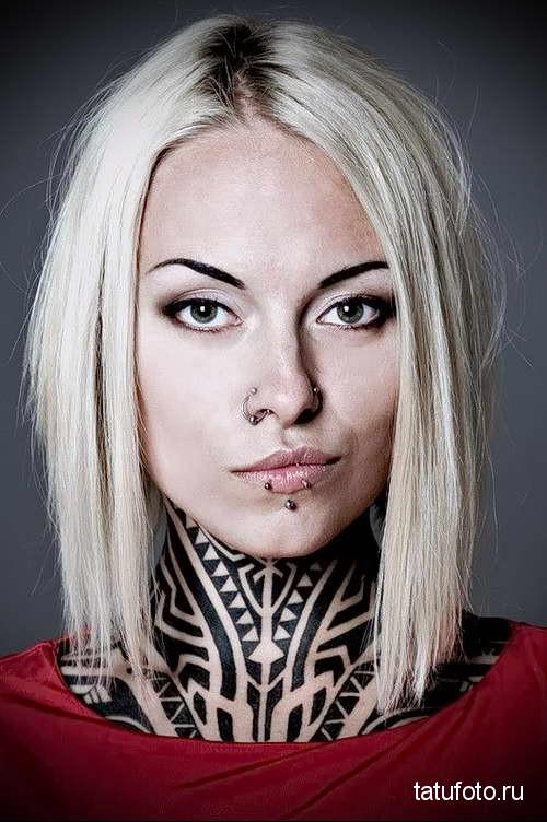 красотка с тату на шее - татуировка на шее женская - фото