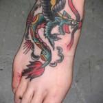 маленький дракончик - татуировка на стопе мужская - фото