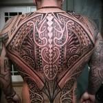 маори узоры на спине - татуировка на спине мужская фото