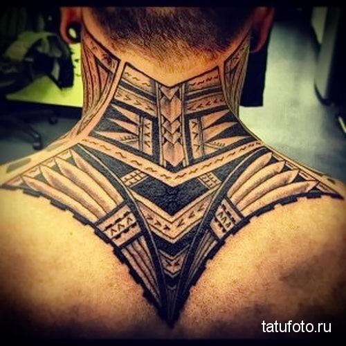 маори узор - татуировка на шее мужчины - фото