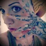 много надписей - татуировка на пальце женская (тату, tattoo)
