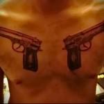 мужская татуировка два больших пистолета на груди -фото
