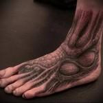 мышцы и сухожилья - татуировка на стопе мужская - фото
