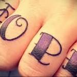 надпись hope (надежда) - татуировка на пальце женская (тату, tattoo)