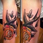 олд скул татуировка - желтый цветок и ласточка в полете