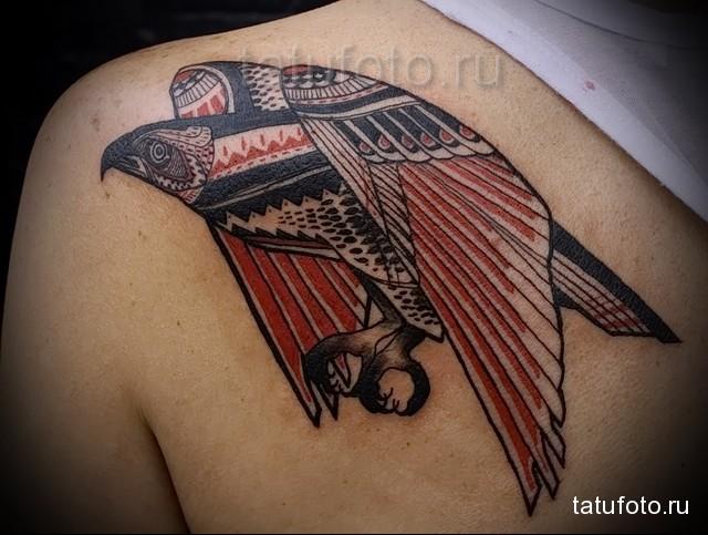 оригинальная татуировка с вороном (маори)