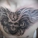 оригинальный череп и часы в тату - мужская татуировка на грудь