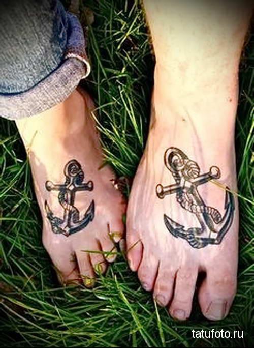 парная тату с якорем - татуировка на стопе мужская - фото