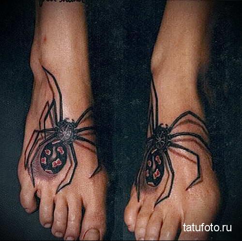 паук с красными пятнами на попке - татуировка на стопе мужская - фото
