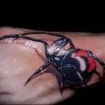 паук черная вдова татуировка на ноге мужская