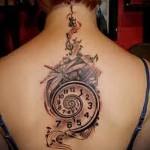 петля времени и скрипичный ключик тату на спине женская
