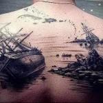 разбившиеся на рифах корабли - тату мужская на спине фото
