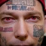 рекламные татуировки на лице мужчины