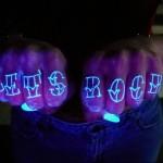 светящяяся тату надпись lets rock - татуировка на пальце женская (тату, tattoo)