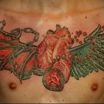 сердце, крылья и цепи в тату - мужская татуировка на грудь