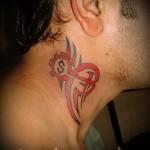 символы богатства - татуировка на шее мужчины - фото
