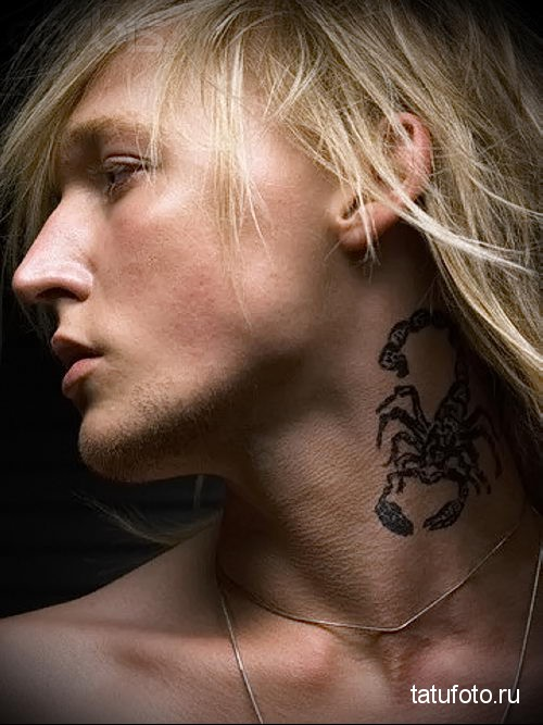 скорпион - татуировка на шее мужчины - фото