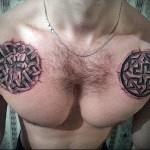славянский символ - узор и кулак - мужская татуировка на грудь