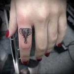 слон - татуировка на пальце для девушки (тату - tattoo- фото)