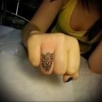 сова - татуировка на пальце для девушки (тату - tattoo- фото)