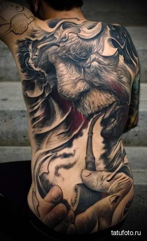 старец подкуривает трубку татуировка на спине мужская фото