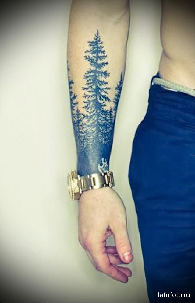 татуировка высокие деревья на запястье