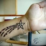 татуировка звезда с хвостом как у кометы