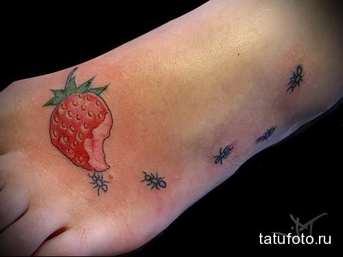 татуировка клубничка и муравьи