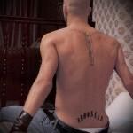 татуировка надпись бруклин ТАТУ НА ПОЯСНИЦЕ МУЖСКАЯ